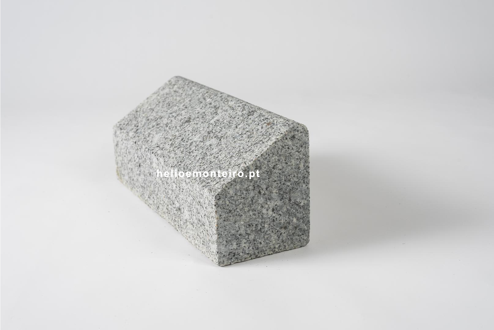 Kerb-granite-gray-with-gaive-and-fillet-finish-flamed-helio-monteiro-5257